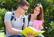 Enger Kontakt mit Fernlehrern und Mitstudierenden